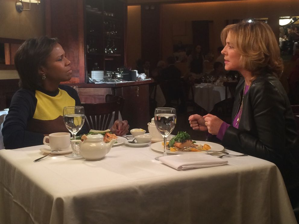 PHOTO: ABC News Deborah Roberts interviewed Sensitive Skin star Kim Cattrall at Gabriels Bar & Restaurant in New York City.