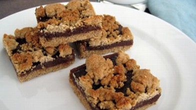 PHOTO: Chef Amy Green whips up a gluten-free fig and date bar.
