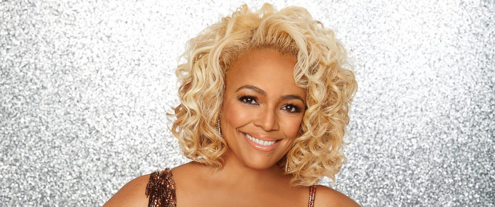 "PHOTO: Kim Fields and the rest of the stars will grace the ballroom floor for the first time on live national television with their professional partners during the two-hour season premiere of ""Dancing with the Stars,"" on Monday, March, 21, 2016."