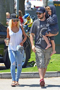 AKMGSI christina aguilera jordan bratman son thg 130813 2x3 384 Christina Aguilera Flaunts Fit Figure While Out with Son, Ex Husband (Photo)