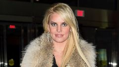Jessica Simpson Goes Seventies Chic