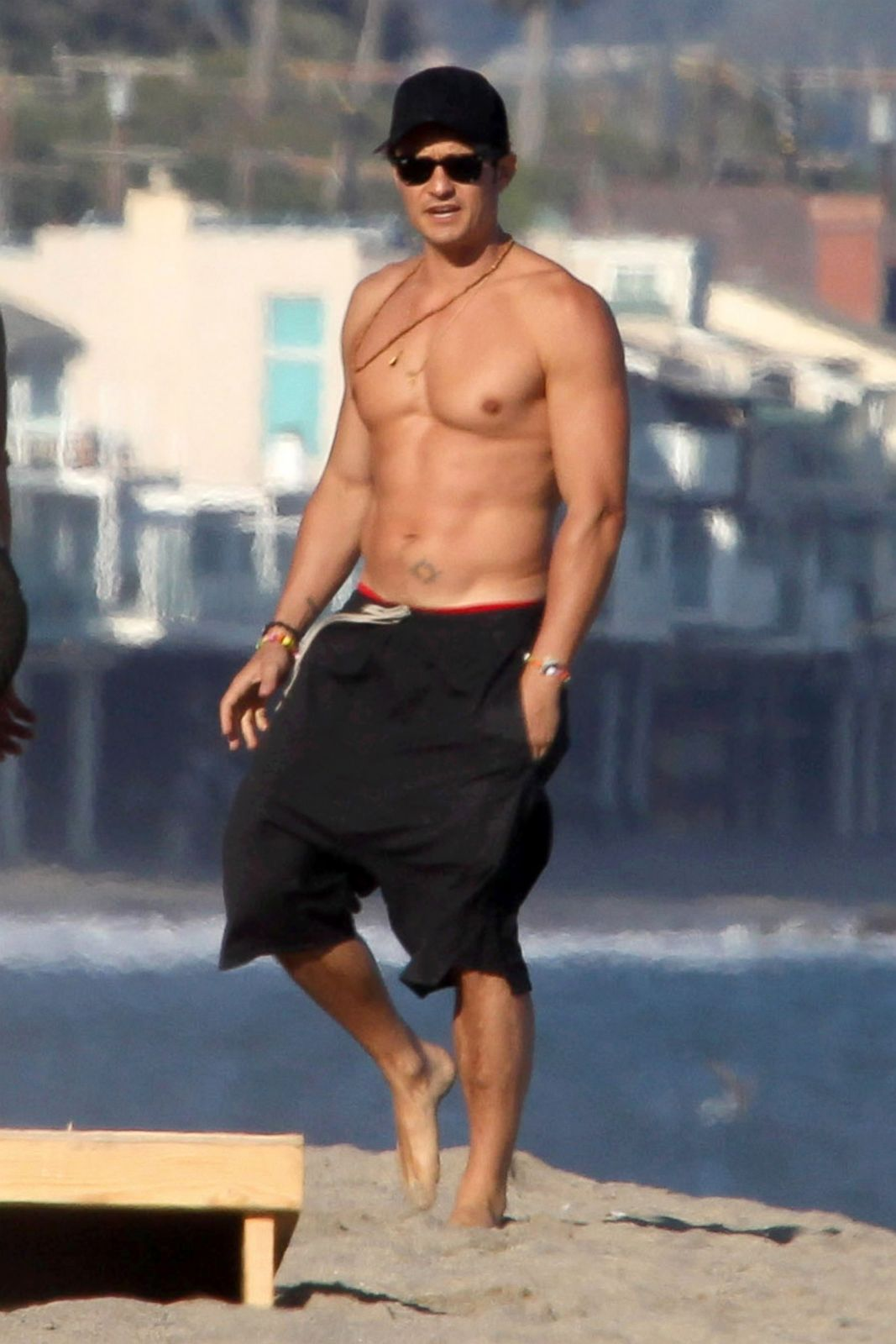 Orlando Bloom Hits the Beach Picture | Celebrities on Vacation - ABC ...