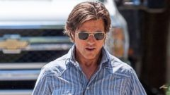 Tom Cruise Gets Into Character On Set