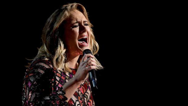 PHOTO: Adele performs