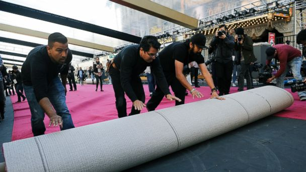 PHOTO: Crew workers roll out the red carpet for the 89th Academy Awards in front of the Dolby Theatre, Feb. 22, 2017, in Los Angeles.