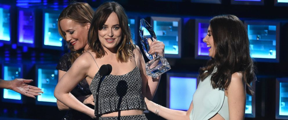 """PHOTO: Dakota Johnson, left, accepts the award for favorite dramatic movie actress for """"Fifty Shades of Grey"""" from Alison Brie at the Peoples Choice Awards at the Microsoft Theater on Jan. 6, 2016, in Los Angeles."""