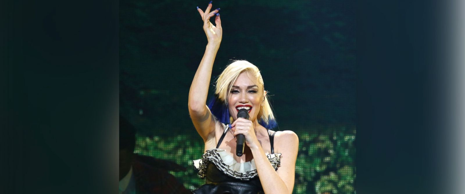 PHOTO: Gwen Stefani performs during an exclusive concert for MasterCard cardholders at the Hammerstein Ballroom on Oct. 17, 2015 in New York City.