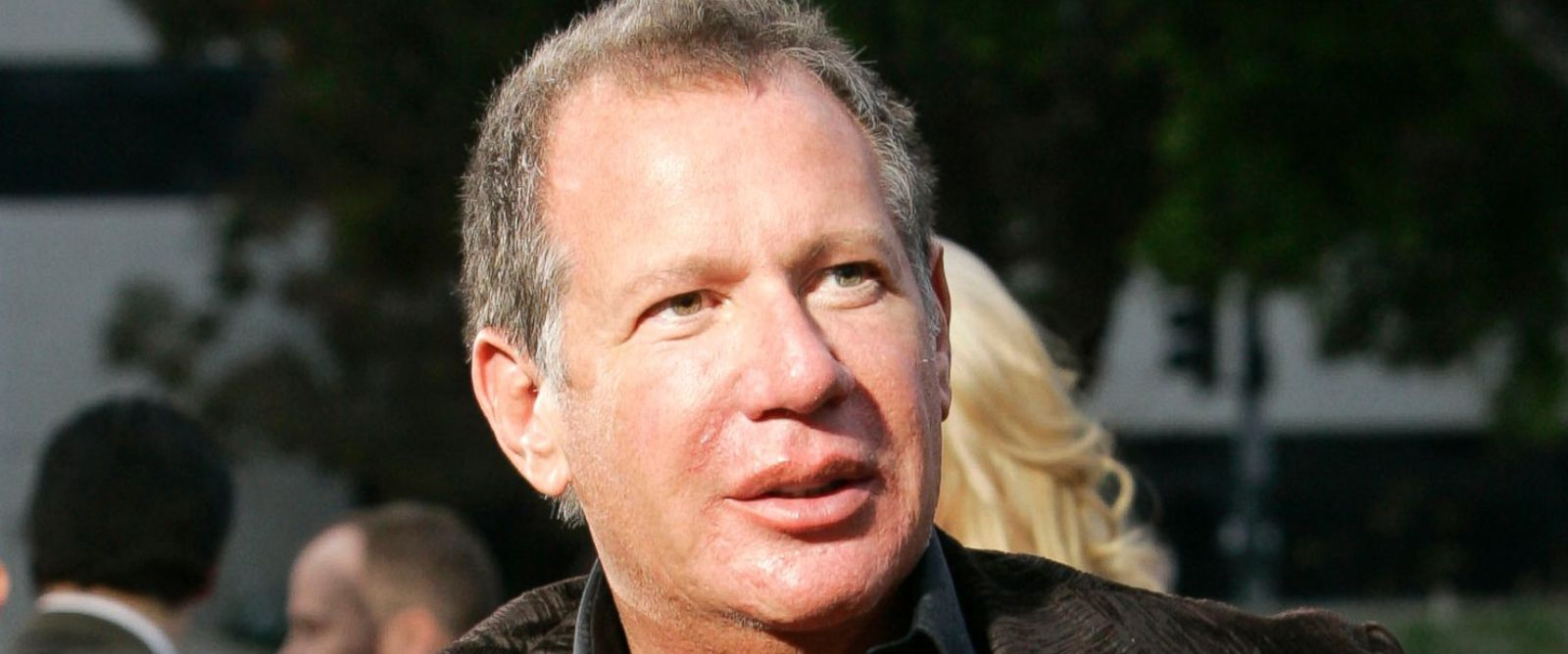 "PHOTO: In this 2007 file photo, Gary Shandling arrives to the premiere of the new comedy film ""Knocked Up"" in Los Angeles. Shandling died, Thursday, March 24, 2016 of an undisclosed cause in Los Angeles. He was 66."