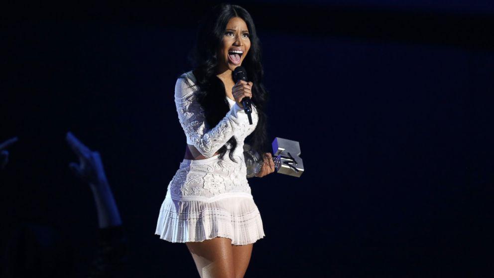 Nicki Minaj Wears Lots of Outfits at MTV Europe Music Awards - ABC ...