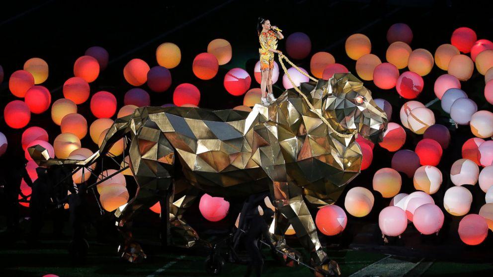 Katy Perry al Super Bowl 2015 con Lenny Kravitz e Missy Elliot