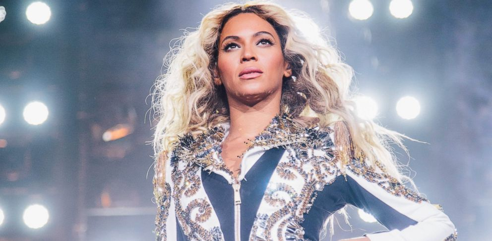 PHOTO: Beyonce performs onstage during her Mrs. Carter World Tour, Dec. 20, 2013, at the TD Garden in Boston.