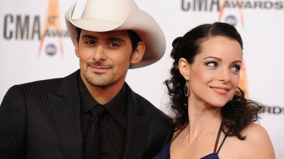 PHOTO: Brad Paisley and Kimberly Williams arrive at the 43rd Annual CMA Awards at the Sommet Center on Wednesday, Nov. 11, 2009 in Nashville, Tenn.