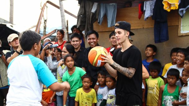 AP justin bieber philippines jef 131210 16x9 608 Justin Bieber Visits Philippines to Help Typhoon Haiyan Victims