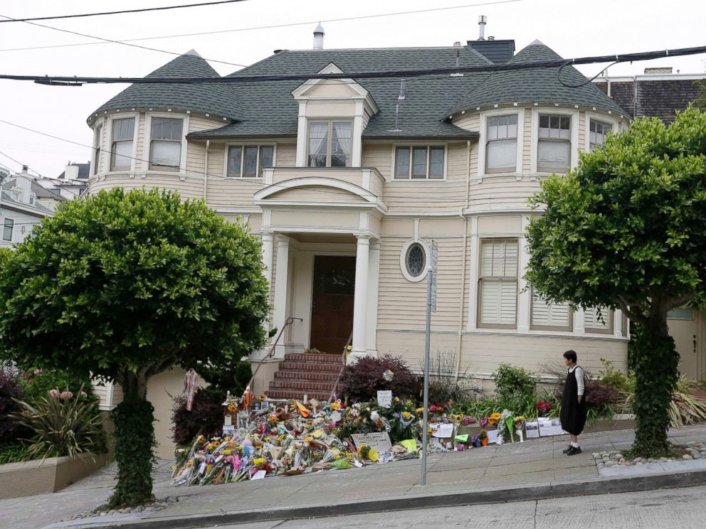 home used in 39 mrs doubtfire 39 on sale for million. Black Bedroom Furniture Sets. Home Design Ideas