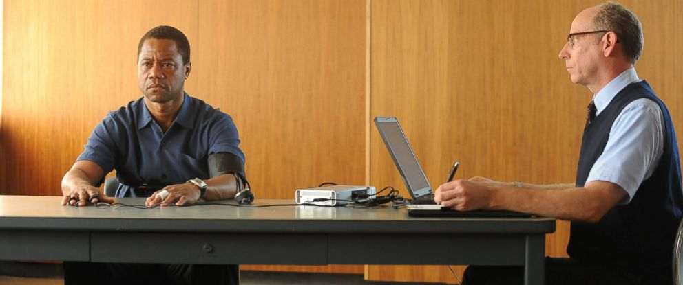 "PHOTO: Cuba Gooding Jr. portrays O.J. Simpson, left, in a scene from ""The People v. O.J. Simpson: American Crime Story."""