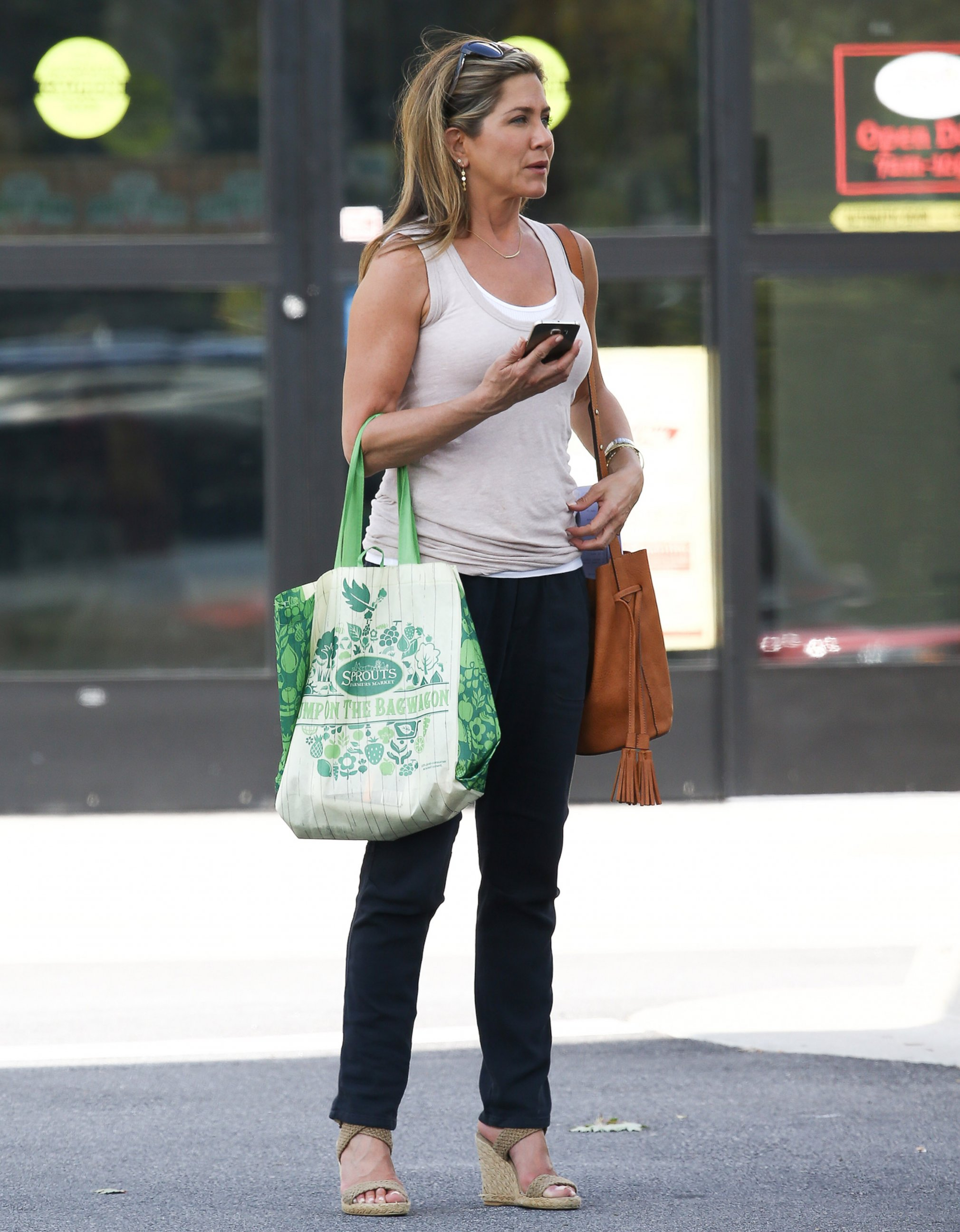 Newly-Married Jennifer Aniston Gets Back to Work
