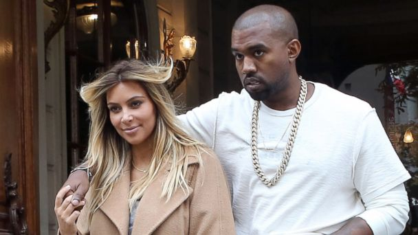 PHOTO: Kim Kardashian arrives in Paris with Kanye West