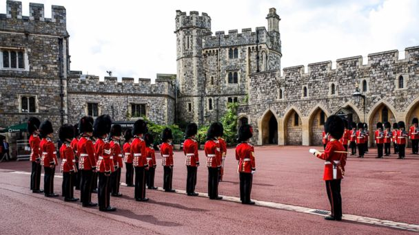 PHOTO: Changing of the guards at Windsor Castle, Berkshire, England, on Aug. 14, 2014.
