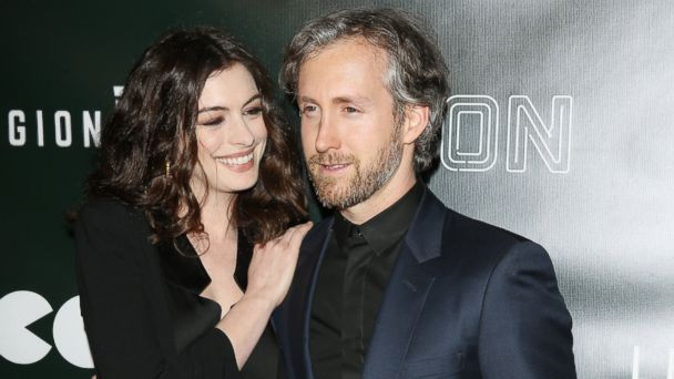 PHOTO: Anne Hathaway with husand Adam Shulman arrive at the Los Angeles premiere of Neon's