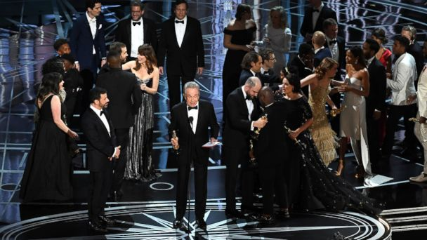 http://a.abcnews.com/images/Entertainment/GTY-Presentation-Error-Oscars-MEM-170227_16x9_608.jpg