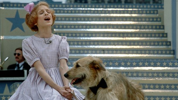 PHOTO: Actress Sarah Jessica Parker performs a scene with a dog in the musical Annie, Jan. 1, 1979.