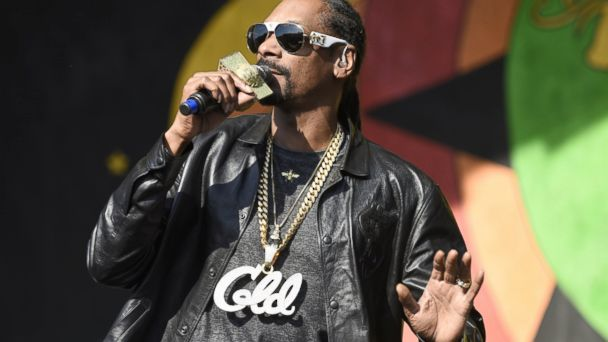 PHOTO: Snoop Dogg performs during the 2017 New Orleans Jazz & Heritage Festival at Fair Grounds Race Course, on May 6, 2017, in New Orleans.