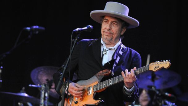 PHOTO: Bob Dylan performs on stage during the 21st edition of the Vieilles Charrues music festival in Carhaix-Plouguer, western France, July 22, 2012.