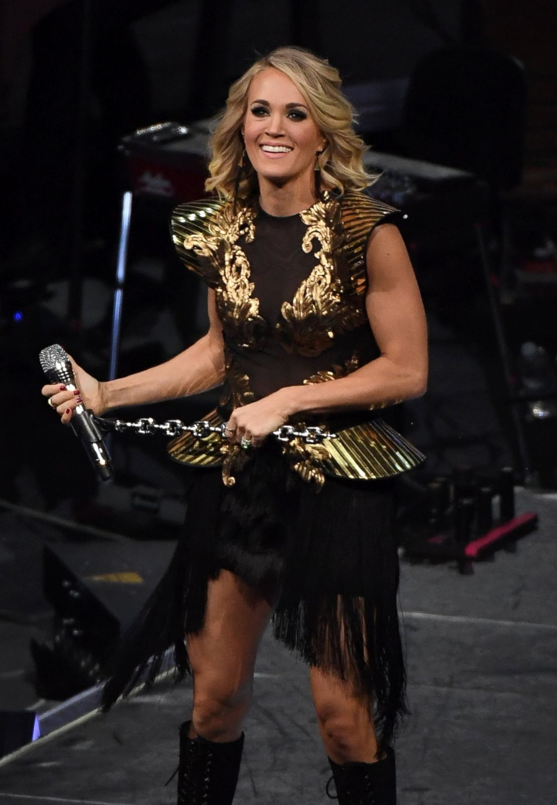 carrie underwood rocks out in las vegas picture | november top