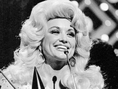 PHOTO: Dolly Parton accepts the award for Female Vocalist of the Year during this Country Music Associations televised awards show, Oct. 13, 1975.