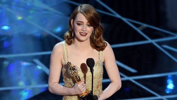 PHOTO: Emma Stone accepts Best Actress for