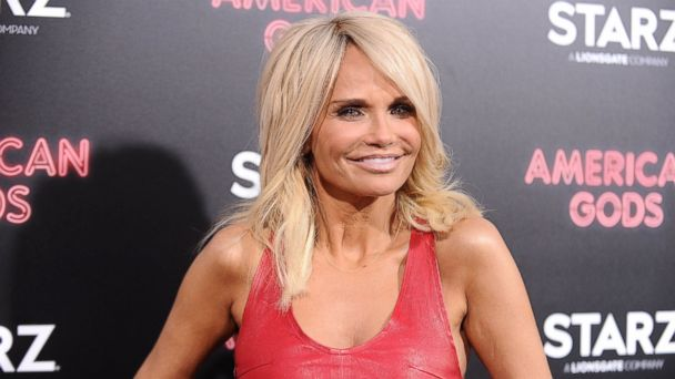 PHOTO: Kristin Chenoweth attends the premiere of