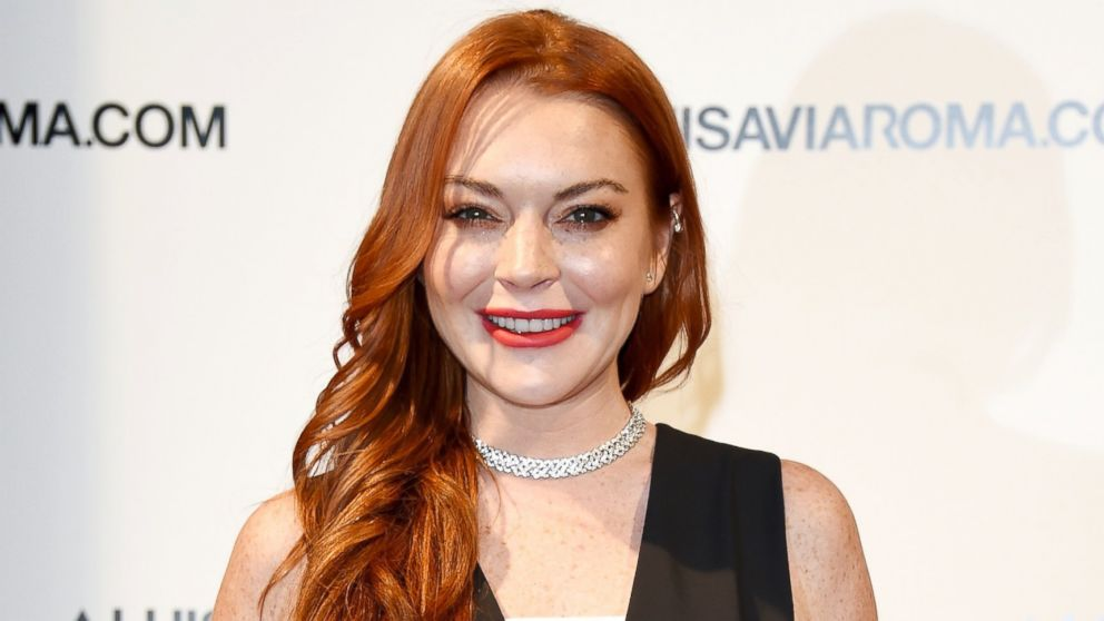 Lindsay Lohan says she was profiled at airport while wearing headscarf ... Lindsay Lohan