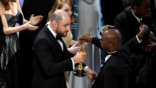 http://a.abcnews.com/images/Entertainment/GTY-oscar-mix-up-02-as-170226_16x9_608.jpg