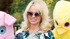 Pamela Anderson Goes Demure for a PETA Event