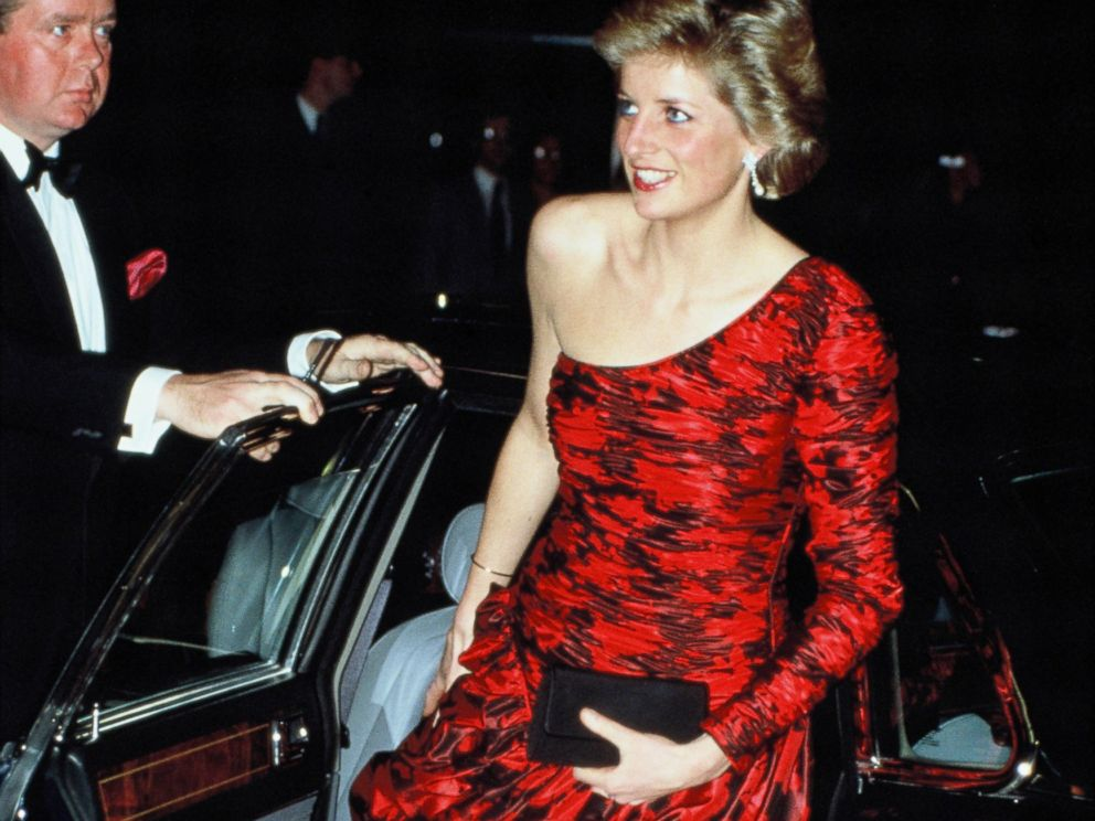 PHOTO: Diana, Princess of Wales attends a dinner at the British Embassy in Paris during her official visit to France on November 10, 1988.
