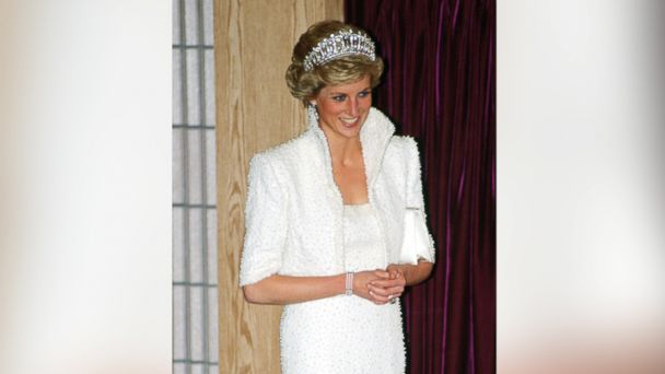 PHOTO: Diana, Princess of Wales wears the