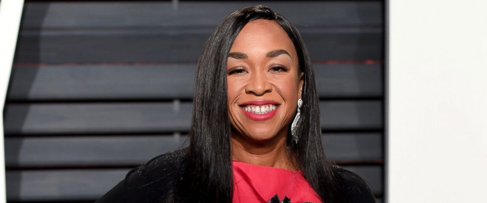 PHOTO: Shonda Rhimes arrives for the Vanity Fair Oscar Party hosted by Graydon Carter at the Wallis Annenberg Center for the Performing Arts, Feb. 26, 2017, in Beverly Hills, Calif.