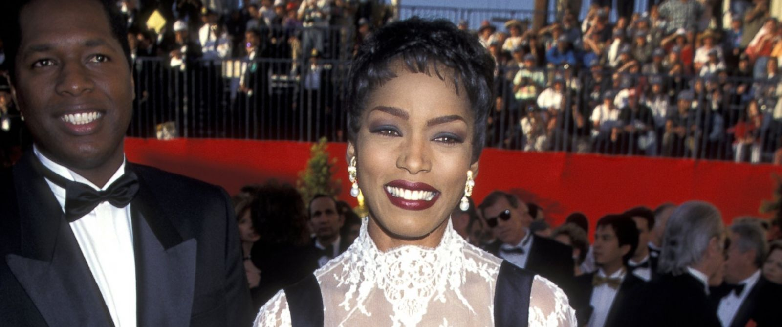 PHOTO: Wren Brown and Angela Bassett arrive at The 67th Annual Academy Awards on March 27, 1994 in Los Angeles.