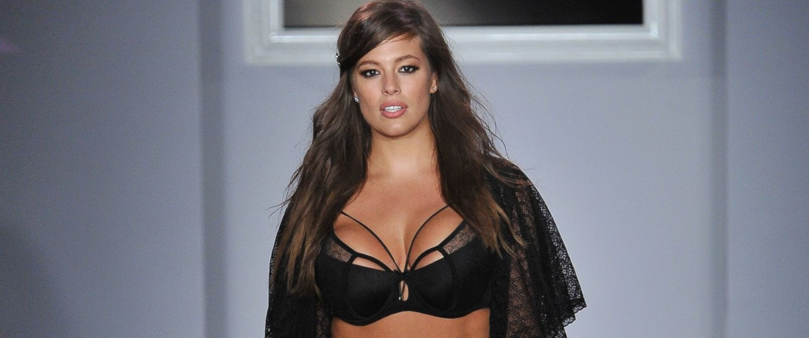 Supermodel ashley graham shatters the stick thin standard for Where do models live in new york