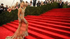 PHOTO: Beyonce arrives at the Met Gala at the Metropolitan Museum of Art, May 4, 2015 in New York City.