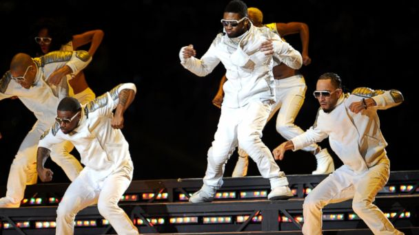 GTY Black Eyed Peas Usher ml 140130 16x9 608 Super Bowl Sheds Gray Hair for Youthful Halftime Performers