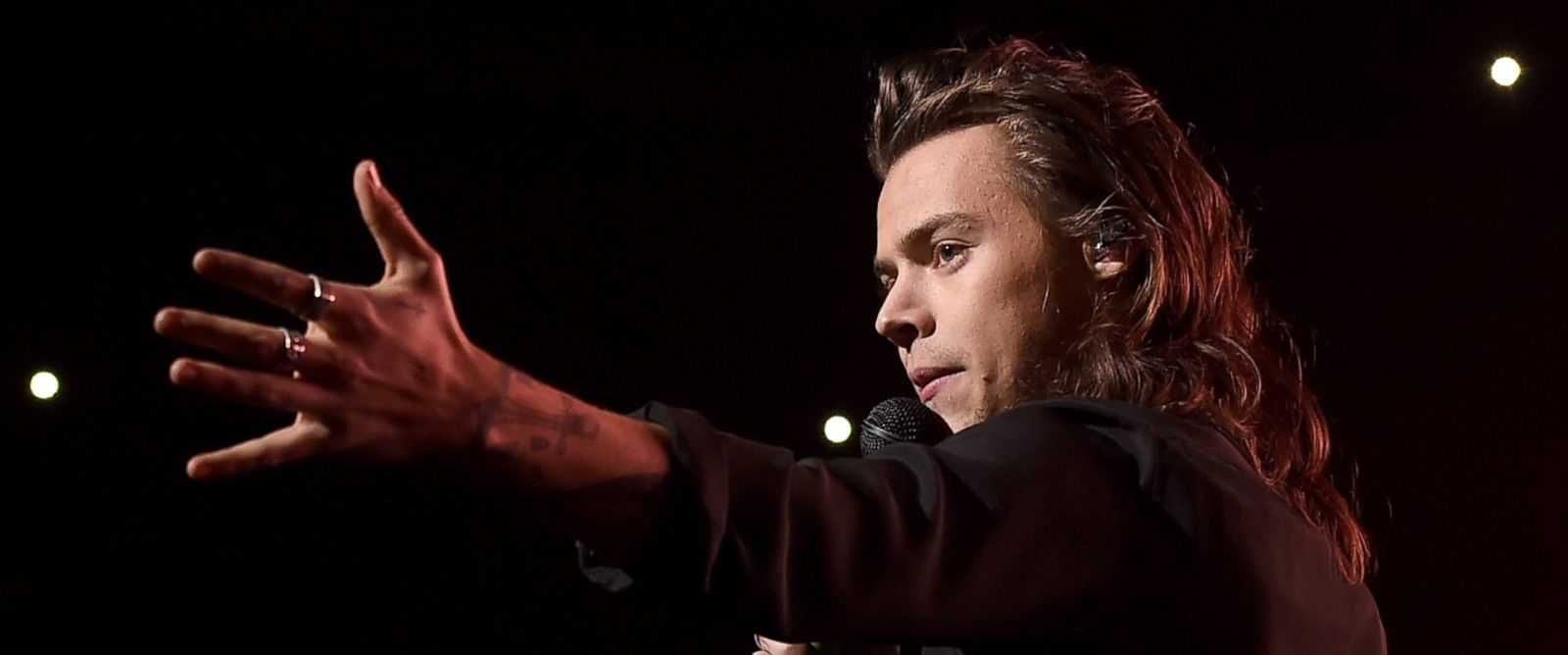 PHOTO: Singer Harry Styles of musical group One Direction performs onstage during 106.1 KISS FM's Jingle Ball 2015 presented by Capital One at American Airlines Center, Dec. 1, 2015, in Dallas, Texas.