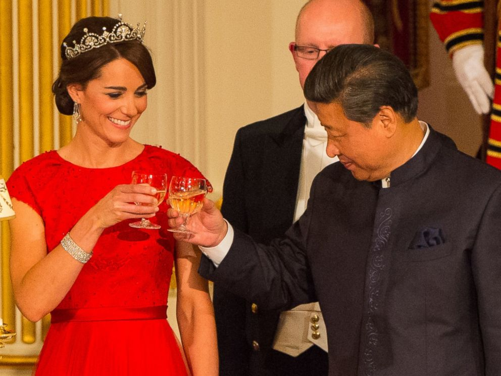 PHOTO: Chinese President Xi Jinping and Catherine, Duchess of Cambridge attend a state banquet at Buckingham Palace on October 20, 2015 in London, England.