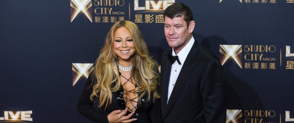 PHOTO: James Packer, co-chairman of Melco Crown Entertainment Ltd. and singer Mariah Carey stand for photographs at the red carpet event in Macau, China, on Oct. 27, 2015.