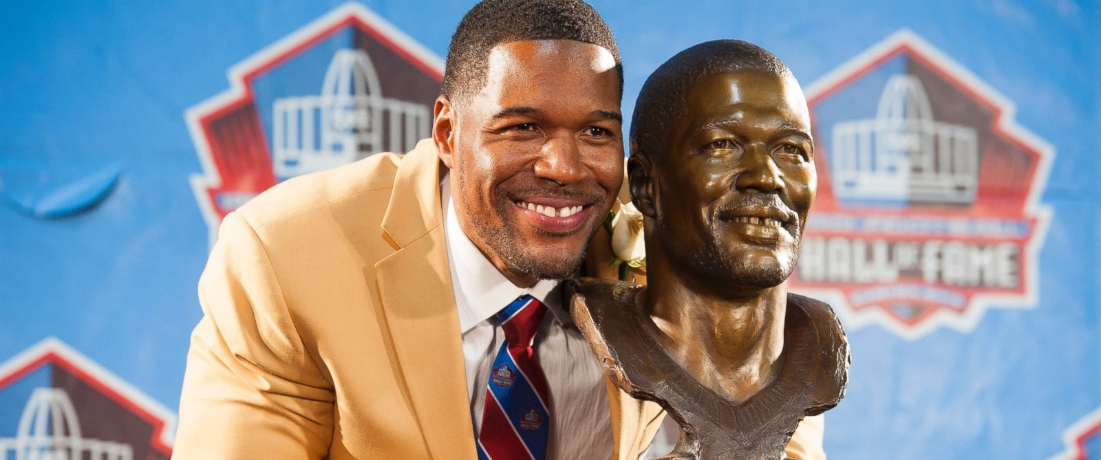 PHOTO: Michael Strahan with his bust during the NFL Class of 2014 Pro Football Hall of Fame Enshrinement Ceremony at Fawcett Stadium in Canton, Ohio, August 2, 2014.