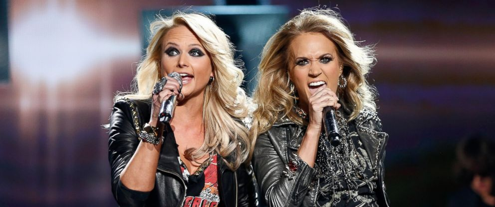 PHOTO: Recording artists Miranda Lambert (L) and Carrie Underwood perform onstage during the 2014 Billboard Music Awards at the MGM Grand Garden Arena on May 18, 2014 in Las Vegas, Nevada.