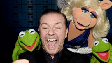Ricky Gervais Snaps a Selfie with Kermit and Miss Piggy
