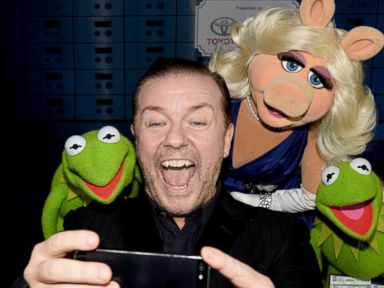 Photos: Ricky Gervais Snaps a Selfie with Kermit and Miss Piggy