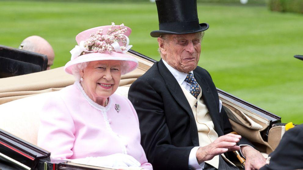 http://a.abcnews.com/images/Entertainment/GTY_Royal_Ascot_Queen_Elizabeth_hb_160615_16x9_992.jpg