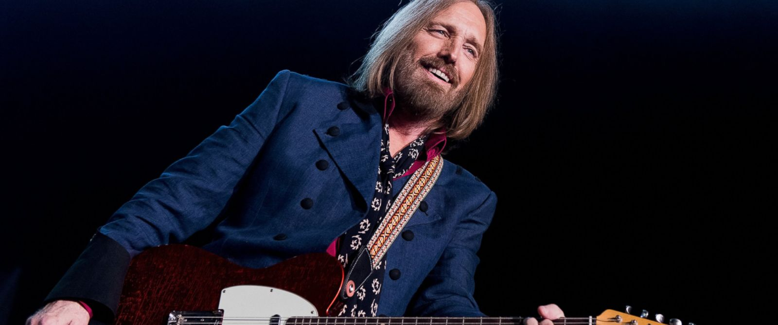 PHOTO: Tom Petty of Tom Petty And The Heartbreakers performs onstage ...
